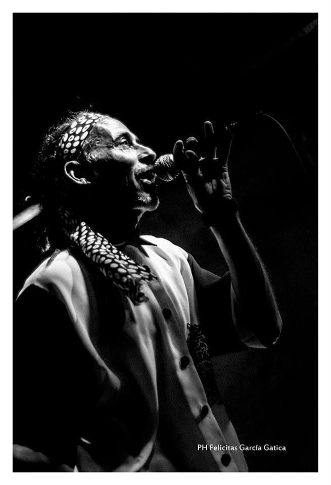 Los amigos de 4cuarenta estuvieron charlando con Dj Nelson para Cooltivarte, uno de los protagonistas del próximo Costa Reggae 7. Quisimos conocer un poco más a este carismático artista que se va a presentar en el Costa Reggae 7, el próximo 7 de febrero de 2015 en El Pinar (Ciudad de la Costa). Esto fue lo que nos contó Para aquel que no conozca, ¿Quién es DJ Nelson? DJ NELSON es un cantante del auténtico estilo popular Jamaiquino, unos verdaderos personajes post- Bob Marley, que ocuparon el…