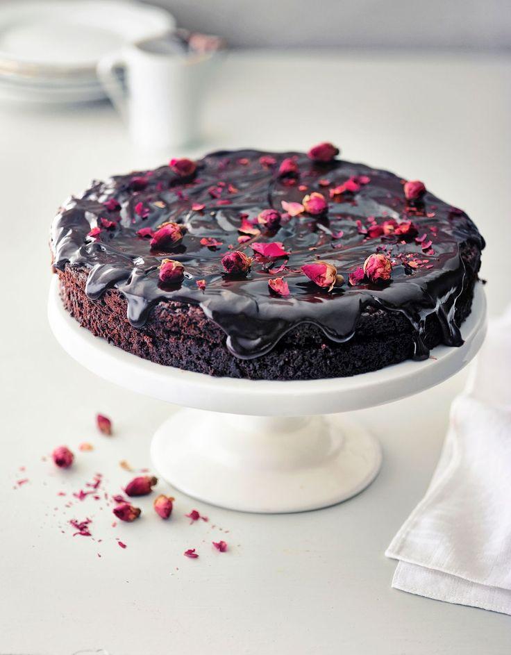 Puoli kiloa suklaata sisältävä death by chocolate -kakku on radiojuontaja Anni Hautalan bravuuri.
