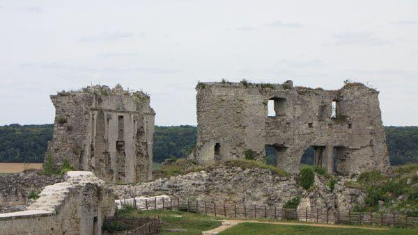 """Château de Coucy, """"Roi ne suis, ne prince, ne comte aussi. Je suis le sire de Coucy!"""" Telle était la fière devise arborée par Enguerrand III, seigneur de Coucy, de Marle, de St-Gobain et de la Fère."""