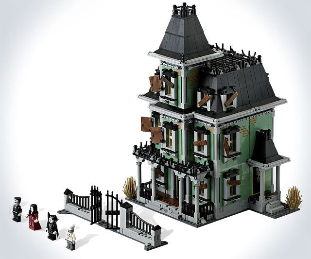 LEGO Haunted House | DudeIWantThat.com