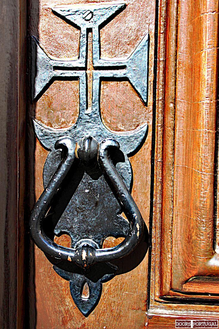Detail of old door in Tomar-Portugal (Photo © Doors Portugal)