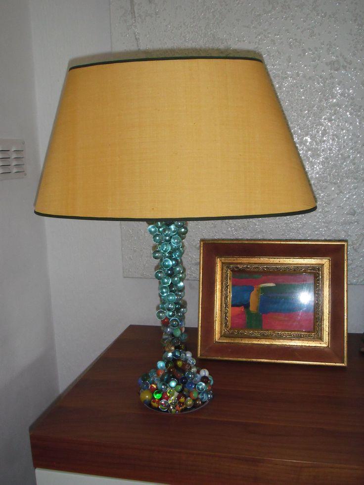 lampvoet beplakt met knikkers