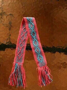Ejercicio en telar mapuche. Con hilo. Por Úrsula Starke.
