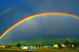 Escale todas as montanhas, atravesse todos os rios, siga todas as cores do arco-íris até que você encontre seus sonhos. Tenha uma semana recheada de coisas boas!
