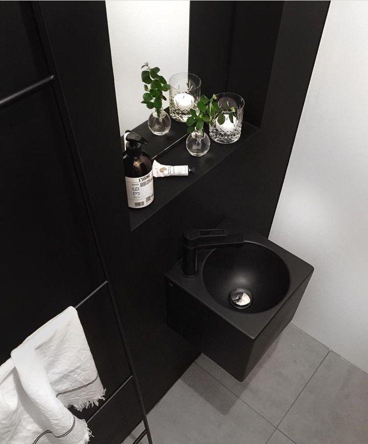 Therese Knudsens smukt indrettede badeværelse med vores Black Box håndvask.  Shop håndvasken her: http://www.design4home.dk/shop/sort-haandvask-the-2337p.html Følg therese på hendes blog: http://www.thereseknutsen.no/category/my-home/
