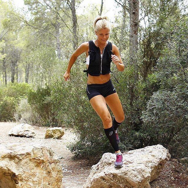 Running - Female Pose -   Running, Running pose, Running women