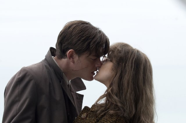 Still of Sam Riley and Andrea Riseborough in Brighton Rock
