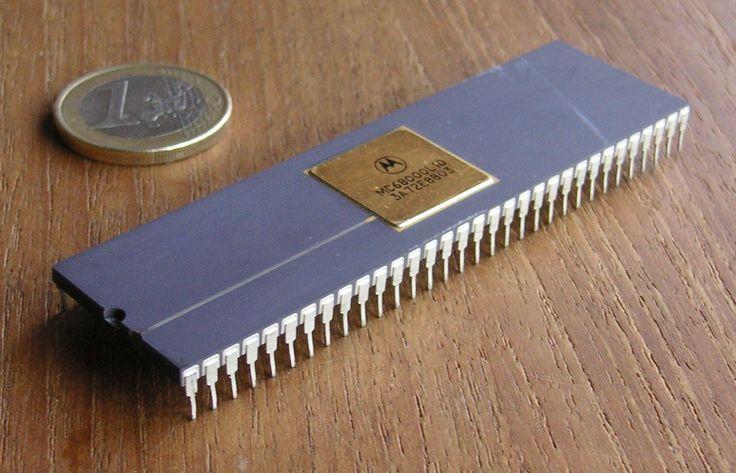 Motorola 68000 im Größenvergleich