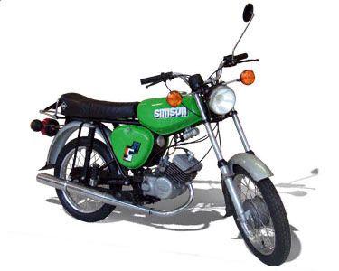 SIMSON Mokick S51 Technische Angaben: Motor: M531 / M 541 / M 542 Hubraum: 49,9 ccm Max.Leistung: 2,72 kW bei 5500 U/min Getriebe / Antrieb: 3 Gang / Kette // 4 Gang / Kette Bremsen: Trommelbremse Simplex / Ø 125 mm Leergewicht: 75,5 kg bis 84 kg zul. Gesamtgewicht: 260 kg Tankinhalt / Reserve: 8,7 Liter / 1,0 Liter Farben: flammenrot, olympiablau, rapsgelb, gelbgrün, billiardgrün, silber, arktisweiß Vmax: ca. 60 km/h