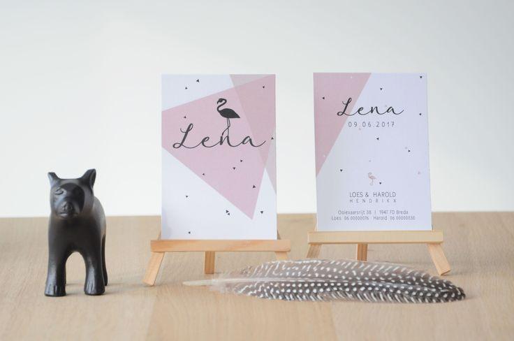 Jeej! Er is weer een meisje geboren. Lena is haar naam. Haar moeder wilde graag iets met een flamingo en de kleur oud-roze en voila, hier is haar kaartje. Het kaartje heeft naast de flamingo ook nog wat driehoekjes gekregen. Het formaat van het kaartje is net iets kleiner dan A6. Naast de kaartjes hebben Loes en Harold ook nog een poster van de voorkant van het geboortekaartje laten maken bij mij. Deze komt in een zwarte lijst op het kamertje van Lena te hangen.