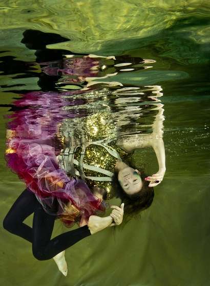 Underwater fashion shooting, Cirque de la Meer. Photo: Vivien Borzi, styling: Gabriella Parádi, make up: Viki Gáspár