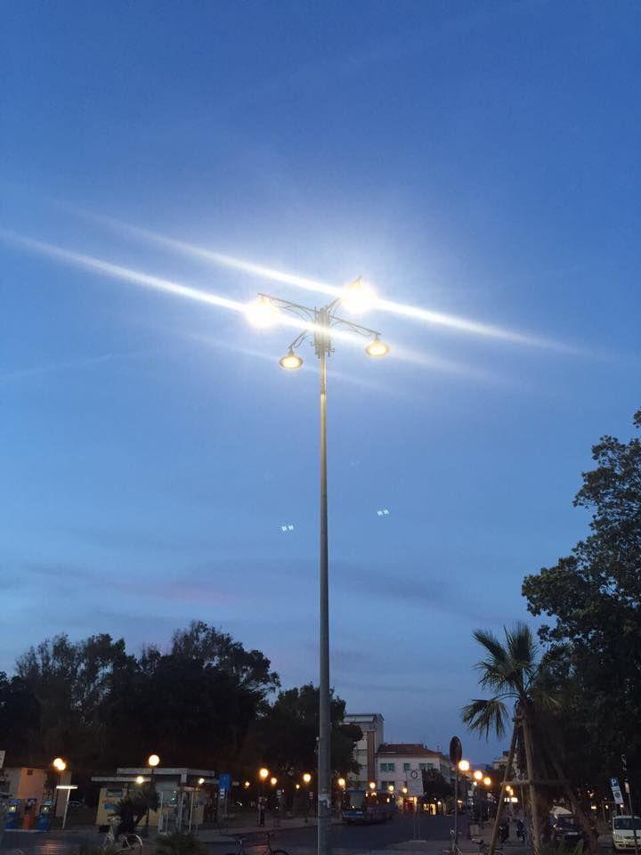Nuovi lampioni a led e di ispirazione Liberty, per la Passeggiata di Viareggio.