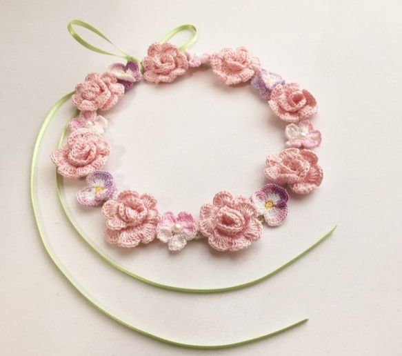 crochet flower necklace <3 the delicate colours. And of course, the pansies.
