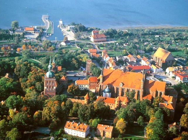 Wzgórze Katedralne we Fromborku jest pomnikiem historii (status taki nadaje prezydent). Ma także szansę stać się nowym 7 cudem Polski - w konkursie National Geographic