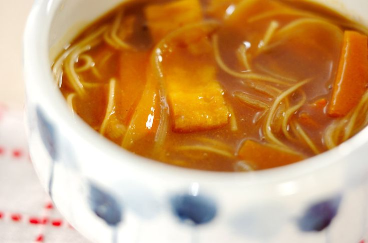 カレールウが麺にからまって食べやすいですね。カレーにゅうめん[エスニック料理/カレー]2008.09.01公開のレシピです。