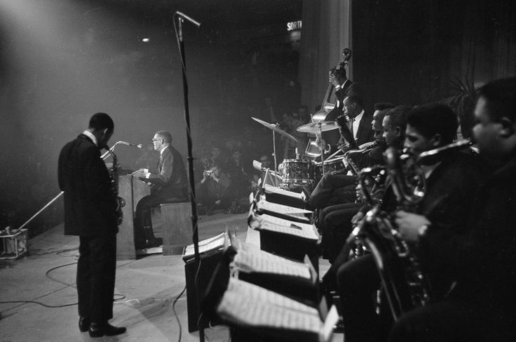 At the Palais des Sports in Paris, October 1961. Left to right: Hank Crawford - as; Ray Charles - o, voc; Edgar Willis - b; Bruno Carr - dm; Sonny Forriest - g; Rudy Powell - as, David Newman - ts, fl; Don Wilkerson - ts; Leroy Cooper - bs. Photo: Roger-Viollet/Getty.