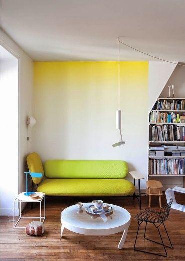 イエロー・グリーンのソファととてもマッチしていますね。