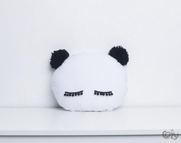 Coussin panda pour votre cher bébé ou vos petits loups ! Fait-main avec amour sur DaWanda.com