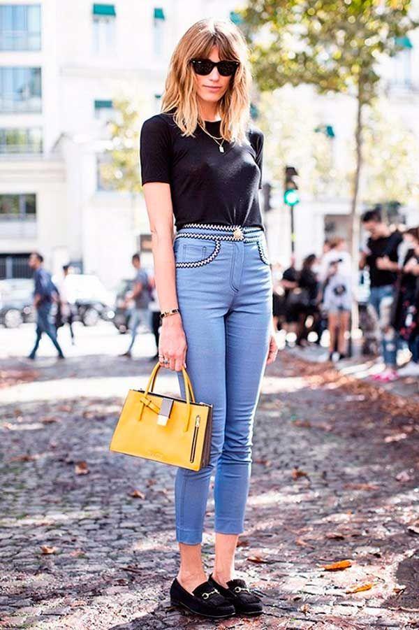Street style de look básico com mocassim clássico