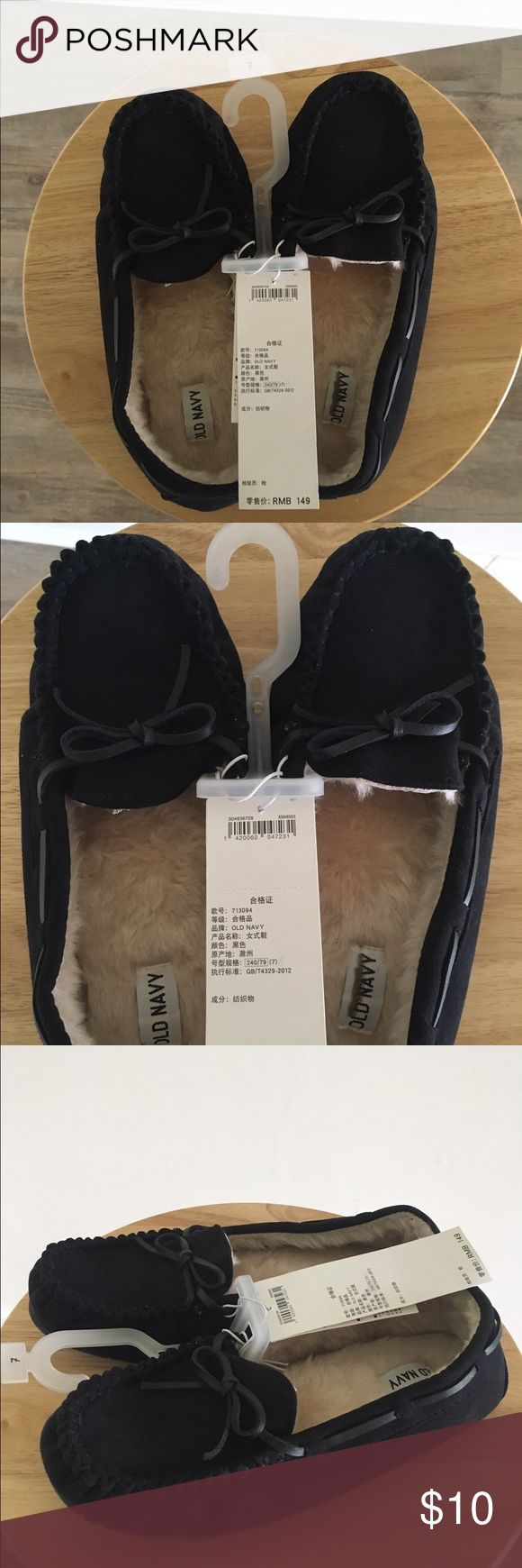 NWT Old Navy Women's Black Moccasin Style Slippers New with tags! Gap women's black fuzzy warm moccasin style slippers size 7. Fit true to size. Old Navy Shoes Slippers