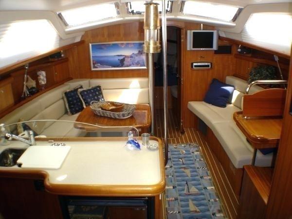 small boat interiors hunter sailboat interior small boat ...