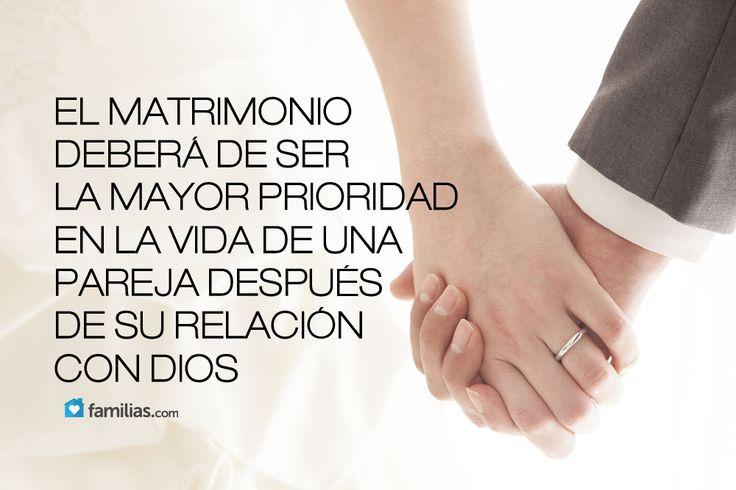 Matrimonio Leyendo La Biblia : El matrimonio y tu relación con dios son prioridad en