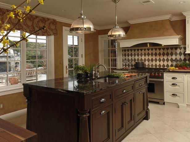 Nice center island! Traditional Brown Kitchen with Island - 99 Beautiful Kitchen Island Design Ideas on HGTV
