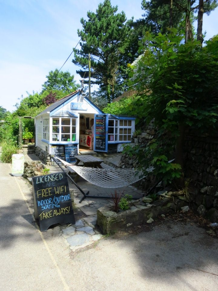 Genki: Have a Cornish ice cream, a coffee, home made soup, breakfasts, lunches, drinks. Inside or outside in the terraced garden. #StAgnes