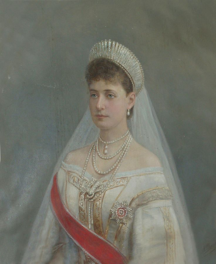 ghosts-of-the-ipatiev-house:  EMPRESS ALEXANDRA FJODOROVNA OF RUSSIA by the lost gallery