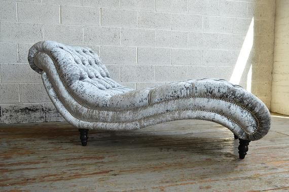 Unique British Handmade Silver Crushed Velvet Chesterfield Chaise Lounge Modern Comfortable Wave Design Chaise Lounge Chaise Lounge Sofa Velvet Chaise Lounge