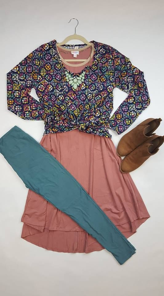 The perfect outfit for girls' night out. LuLaRoe with Rhonda Baker | LuLaRoe | LuLaRoe Lynnae | LuLaRoe Carly | LuLaRoe leggings | Cute outfit | Layering