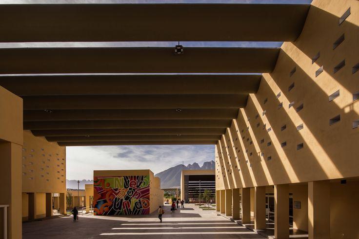 Centro Comunitário San Bernabé / Pich-Aguilera Arquitectos