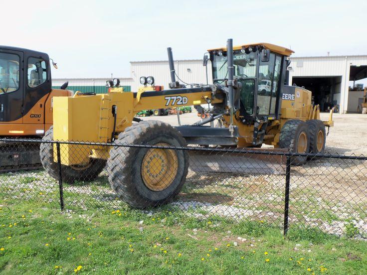 215 hp,40,790 lb John Deere 772D