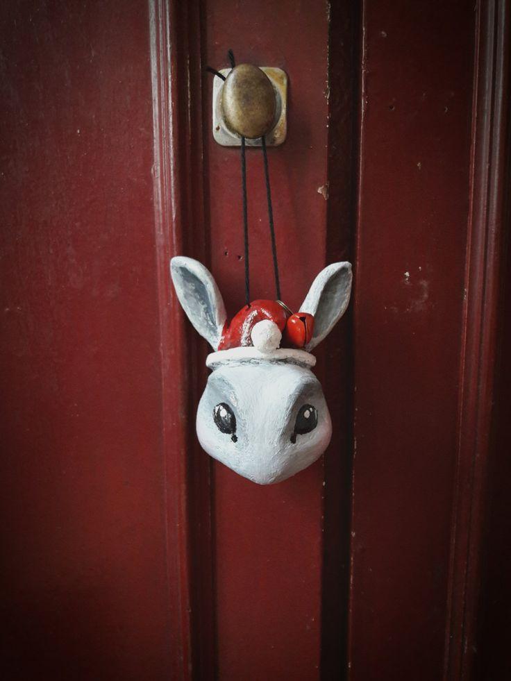 Boule de Noël Petit lapin avec grelot de la boutique MisterRabbitcrea sur Etsy