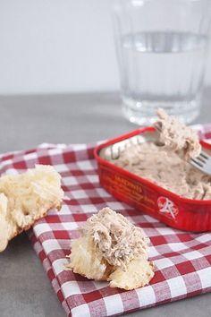 Rillettes de sardines à la vache qui rit  Source: http://www.parisdansmacuisine.com/article-rillettes-de-sardine-a-la-vache-qui-rit-d-apres-j-f-piege-98634340.html