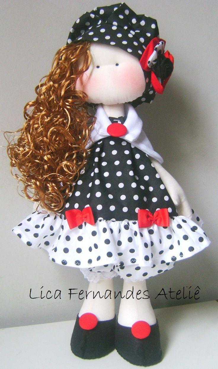 boneca com bolinhas preto e branco