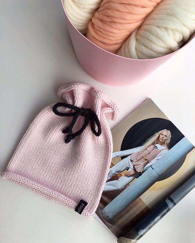 WEBSTA @ yanayudina - Порция нежнятинки на сегодня от #yanayudina для @irina_678 наконец то утеплили твою звездочку  #вяжуназака #вяжувезде #всегда #вяжутнетолькобабушки #люблювязать #шапки #шарфы #меринос #пряжа #спицы #хобби #knit #knitwear #knitting  #handmade #merino #wool #pp #fashion #frends #gerl #шапкаподхвост #vsococam #geniration #knittindkids #knithat #official