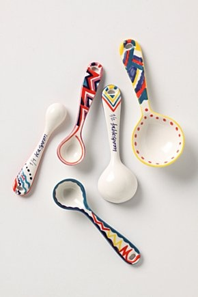 Do designs like this on plastic spoons with sharpies for school lunches!