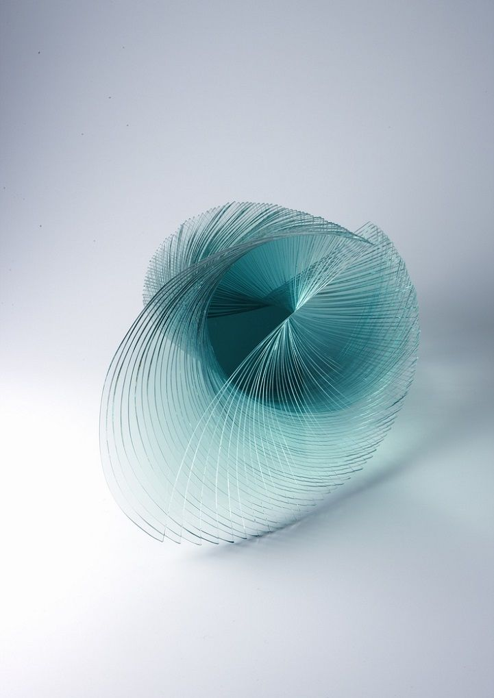 Infinitely Faceted Sculptures Formed with Plate Glass Sheets - My Modern Met  Niyoko Ikuta