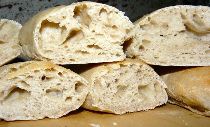 Profumo di broccoli: Filoncini di pane semplice, farina, acqua, lievito e malto