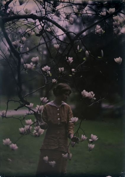 Autochrome: Arnold Genthe. Edna St. Vincent Millay at Mitchell Kennerley's house in Mamaroneck, New York. 1914.