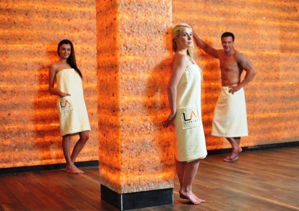 LIFEAGE Premium Wellness Club to nowy obiekt oferujący duży wybór saun. Miłośnicy sauny w Chorzowie mają kolejne miejsce gdzie poprawnie korzysta się z sauny