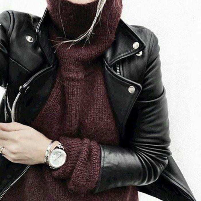 veste en cuir et pull oversize femme bordeaux pour un look rock et stylé