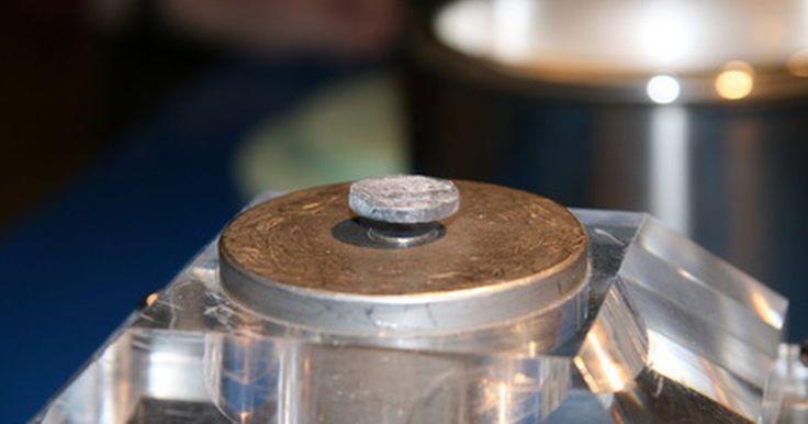 Como são feitos ímãs de neodímio?. Há duas formas para a fabricar ímãs de neodímio. A primeira, e mais comum, é o processo de sinterização, que cria imãs mais fortes. O segundo é o processo de ligação, que facilita a formação dos ímãs em formas incomuns, mas resulta em ímãs um pouco mais fracos.