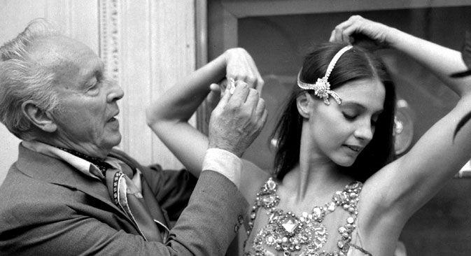 Un monument au chorégraphe George Balanchine a été inauguré en septembre dernier à l'Académie de danse Boris Eifman à Saint-Pétersbourg. Ce grand chorégraphe et danseur du XXe siècle est né à Saint-Pétersbourg et a entamé sa brillante carrière en France. Ayant quitté la Russie alors qu'il avait 20 ans, il devient à 44 ans l'un des fondateurs du New York City Ballet.
