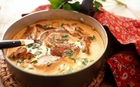 Fläskfilégryta med ost- och senapssås, kör på pulled pork med kokosmjölk kanske?