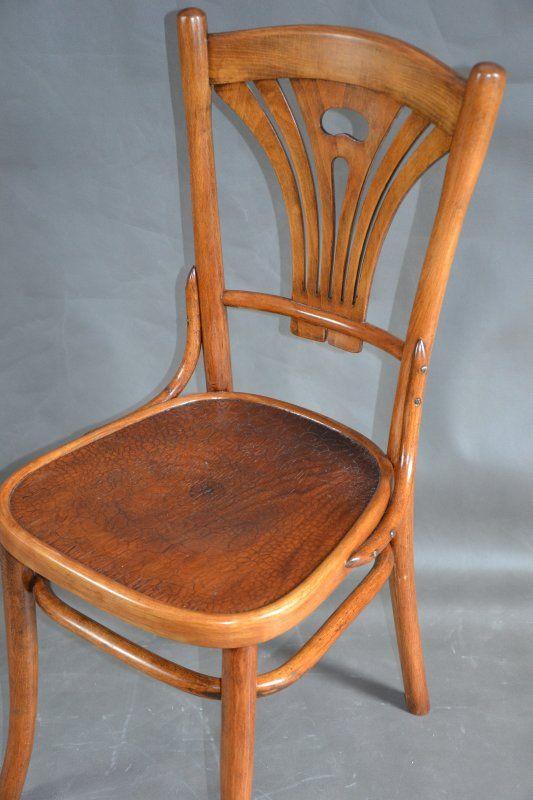 oryginalne krzesło z lat 1900/33r, wyrób polskiej fabryki Mebli Giętych Wojciechów, wzór w stylu Thoneta ( katalog z 1901r.) .