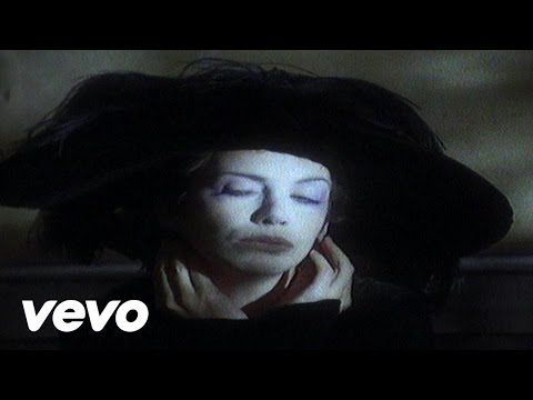 Annie Lennox's official music video for 'Cold'. Click to listen to Annie Lennox on Spotify: http://smarturl.it/AnnieLSpotify?IQid=AnnieLCold As featured on T...