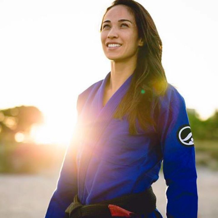 Gezary METUDA in a Brazilian jiu-jitsu gi. Original photo from Cutting-Edge BJJ.