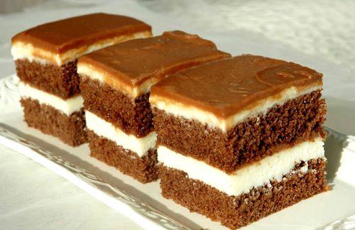 Blat pufos, crema cu gust adevarat de lapte, crema cu ciocolata, toate sunt atuurile unui desert usor de preparat: Prajitura cu blat de cacao si crema de lapte. Ingrediente Prajitura cu blat de cacao si crema de lapte : Blat cacao: 6 oua 6 linguri zahar 6 linguri faina 1
